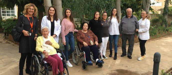 APRENDIZAJE-SERVICIO, HACEMOS LA PRIMERA TOMA DE CONTACTO EN 2º DIETÉTICA